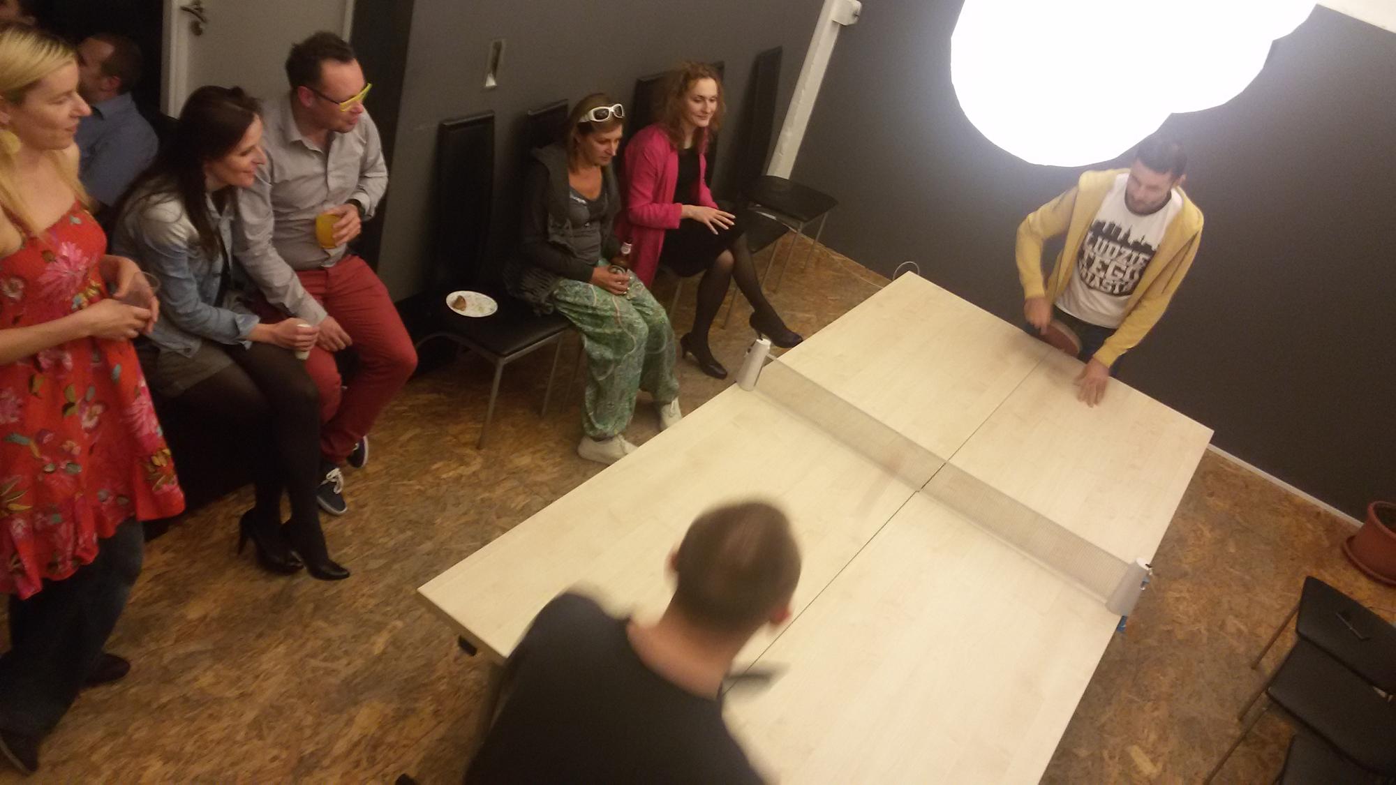 ping-pong w biurze coworkingowym